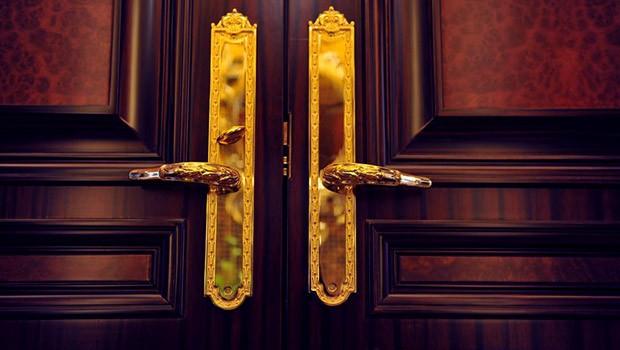 dveřní kování, kliky