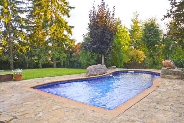 dlažba u bazénu